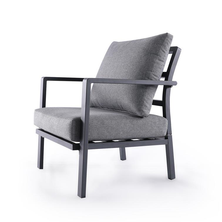 Salotto da esterno con divanetti e tavolino brigros for Divanetti da esterno ikea